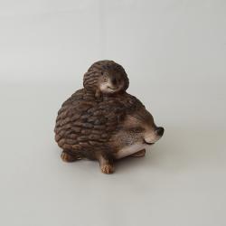 Ježko s ježkom na chrbte...